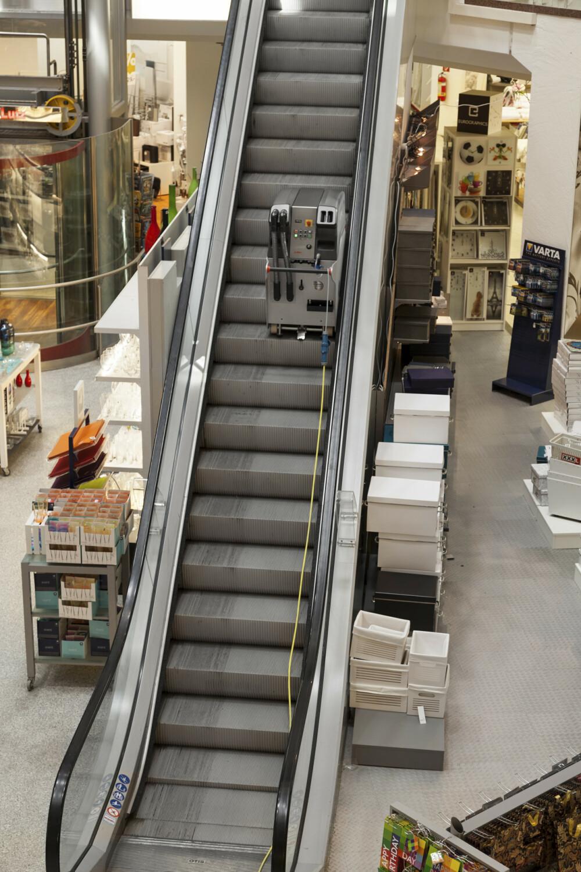 escalator cleaning machines